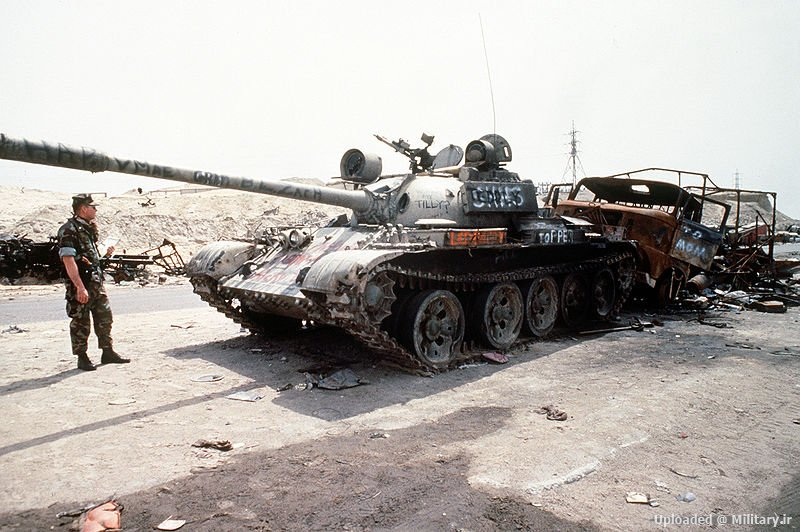800px-Destroyed_Iraqi_T-55_on_highway_be